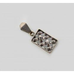 Stylizowany srebrny wisiorek.