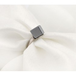 Srebrny pierścionek z szarym kwarcem