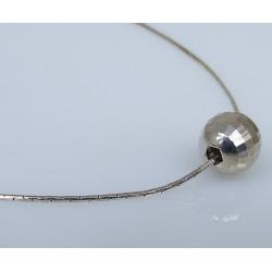 Delikatny srebrny naszyjnik z kulką 39,5 cm